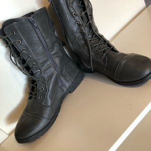 Shoes - Gray combat boots